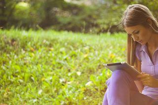 Woman-ebook-ereader