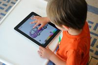Child-with-ipad